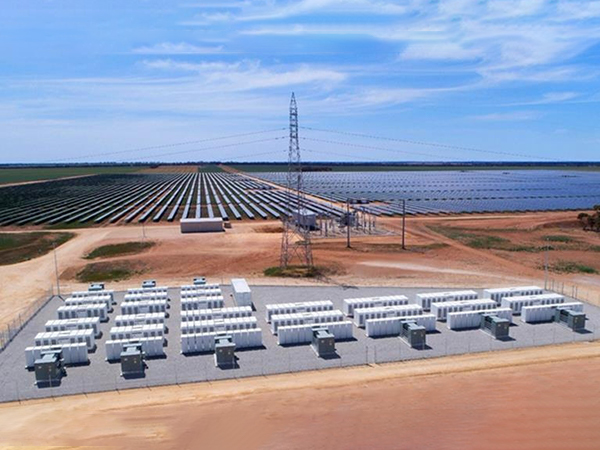 Service auxiliary function of battery energy storage station